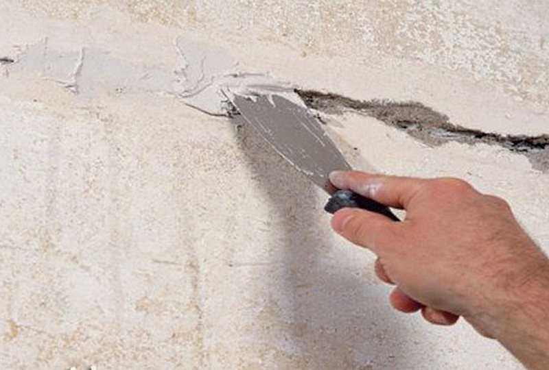 Как эффективно и незаметно заделать трещины в штукатурке на фасаде
