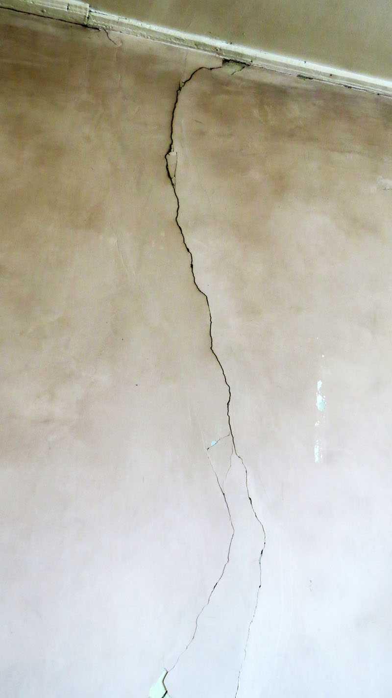 Как заделать трещины на фасаде, цоколе и на внутренних стенах