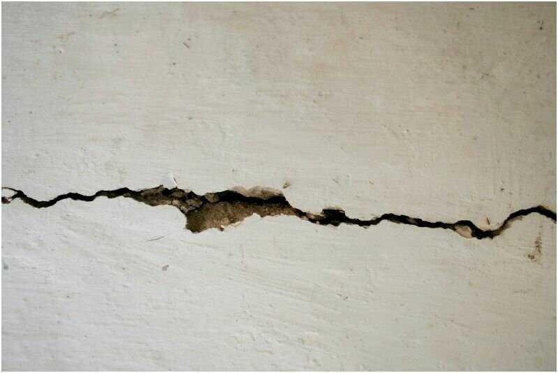 Почему трескается цементная штукатурка высыхании. трескается штукатурка при высыхании: что делать - на стенах и потолке