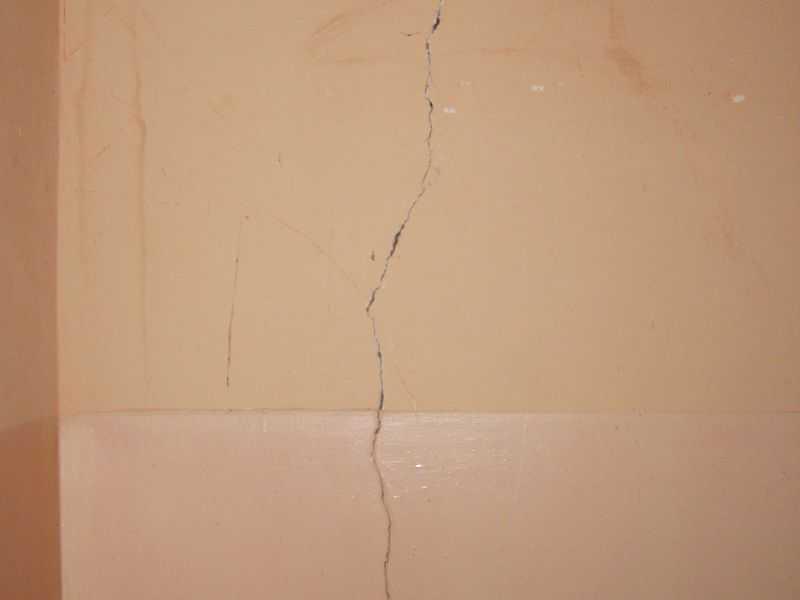 Трещины в стенах: виды, причины и способы устранения