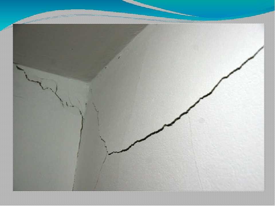 Трещины в штукатурке на стене: как заделать их правильно?